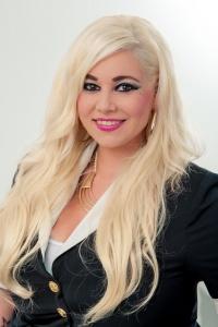 Geschäftsinhaberin Master of Hairdesign Spezialisiert auf Braut- und Steckfrisuren Mitglied im Wella Elite-Team